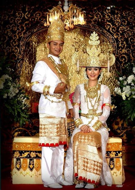 traditional wedding costume lampung indonesia