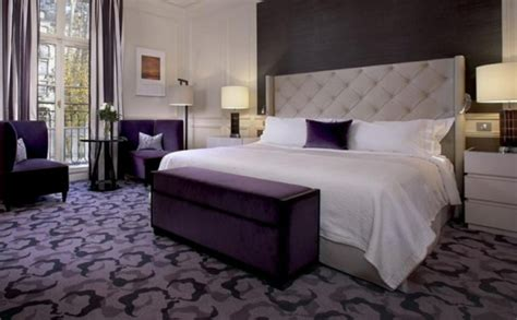 chambre pourpre une tête de lit capitonnée pour un beau style de votre