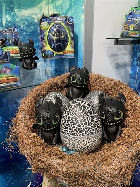 dreamworks   train  dragon hatching toothless