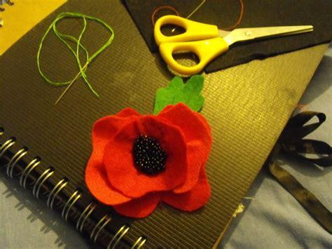 felt poppy   sew  fabric flower brooches sewing