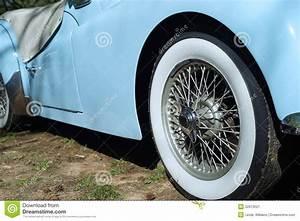 Pneu Flanc Blanc Voiture : plan rapproch de voiture de sport de triumph avec le pneu blanc de mur photo stock image ~ Gottalentnigeria.com Avis de Voitures
