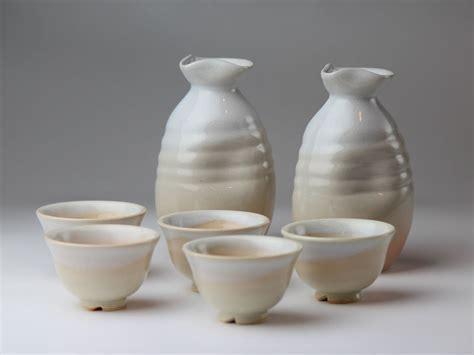 Hagi yaki ware Japanese Sake bottle and Sake cup set Yusho