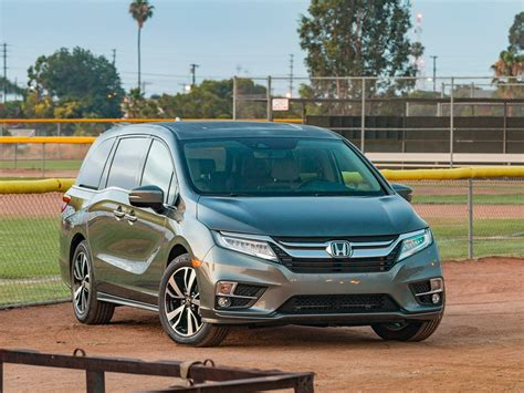 Learn why the honda odyssey is the kbb minivan best buy of 2019 award winner. 2019 Honda Odyssey vs. 2019 Toyota Sienna Comparison ...