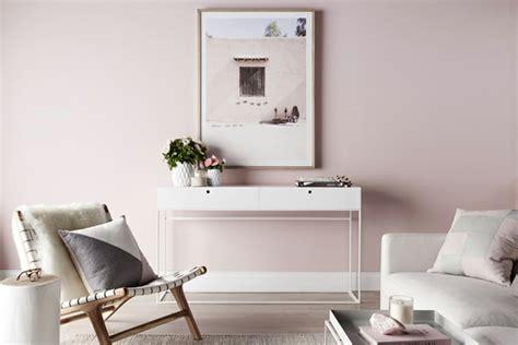 idees deco originales pour le salon rose  gris