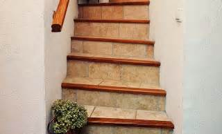 Carrelage Pour Escalier Beton by R 233 Nover Enti 232 Rement Le Carrelage D Un Escalier