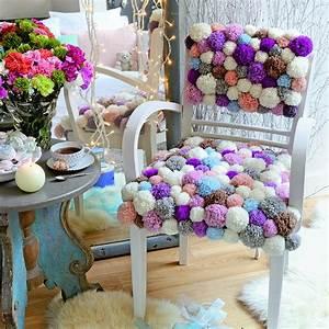 Tapisser Une Chaise : tapisser un fauteuil avec des pompons de laine marie claire ~ Melissatoandfro.com Idées de Décoration