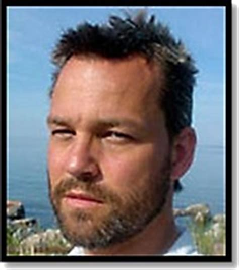 Jag heter henrik schyffert och jobbar som komiker. Henrik Schyffert - Artist 1