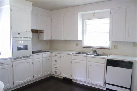 can kitchen cabinets be painted white painting oak cabinets white an amazing transformation 9353