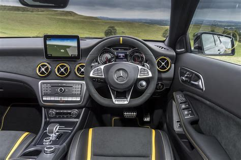mercedes amg gla  matic yellow night edition
