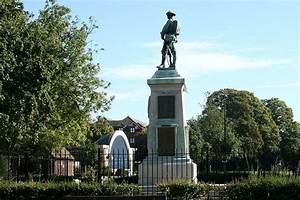 2007 : War Memorial, Trowbridge Park © Maurice Pullin ...