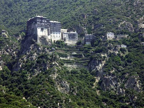 Jump to navigation jump to search. El Monte Athos, el país que no pueden pisar las mujeres