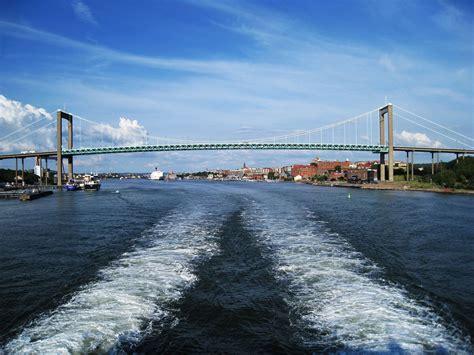 Şehrin merkezi olarak kabul edilen bölgede yaklaşık olarak 543 bin kişi yerleşik olarak ikamet etmektedir. Kiel - Göteborg Fähren - Cruise & Ferry Center AG