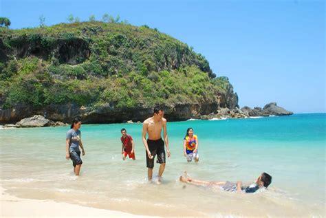 pantai ngrenehan rekreasi sekaligus menikmati wisata