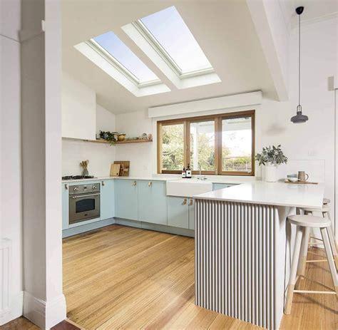 pencahayaan atap transparan dapur minimalis desainid