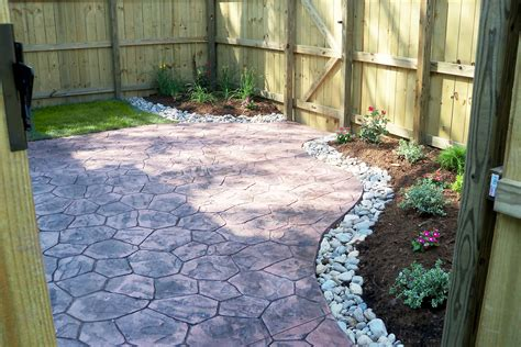 Backyard Patio Landscaping by Townhouse Backyard With Sted Concrete Patio And Simple