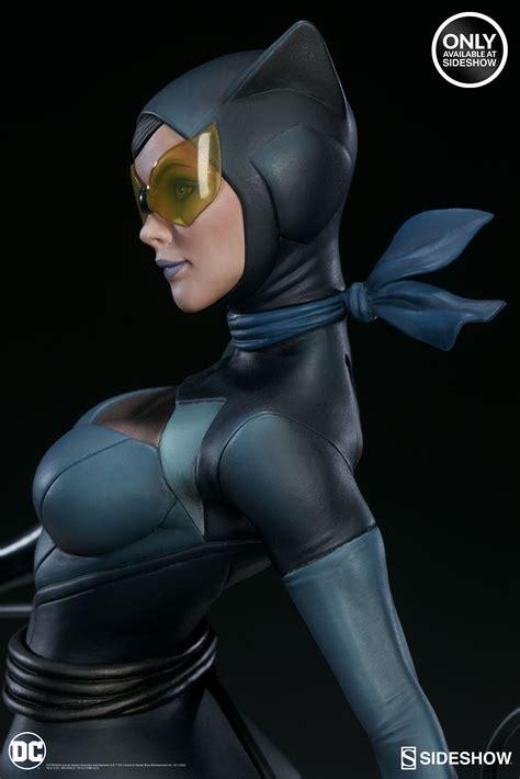 sideshow debuts  stanley artgerm lau catwoman statue