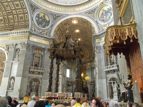 baldacchino di s pietro st s baldachin rosary at base of temple picture