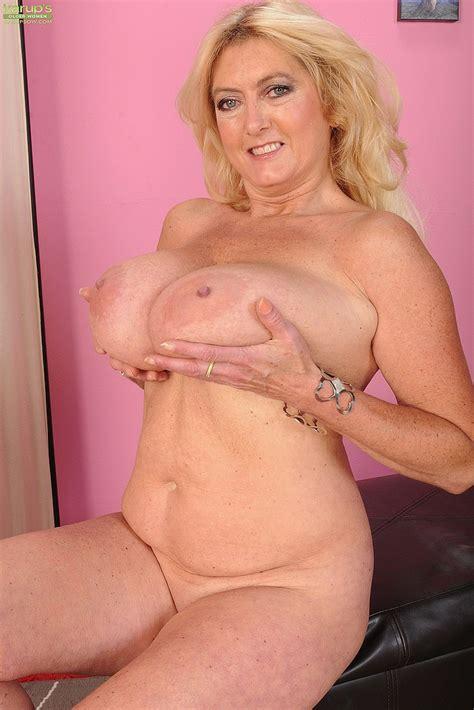curvy milf tahnee taylor caress her pink hole busty vixen