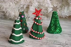 Weihnachtsbäume Aus Papier Basteln : basteln zu weihnachten mit kindern upcycling eierkarton weihnachtsb ume ~ Orissabook.com Haus und Dekorationen