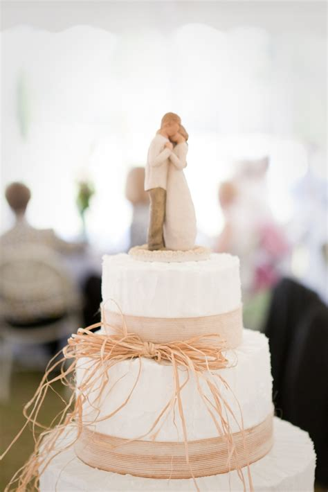 The Beauty Of Simple Wedding Cakes Wedding Fanatic