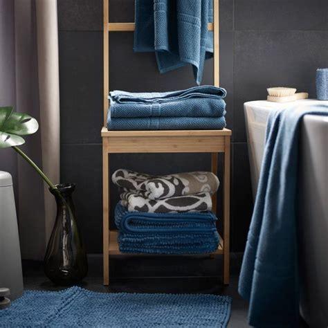 chaise porte serviette 17 meilleures idées à propos de porte serviette sur