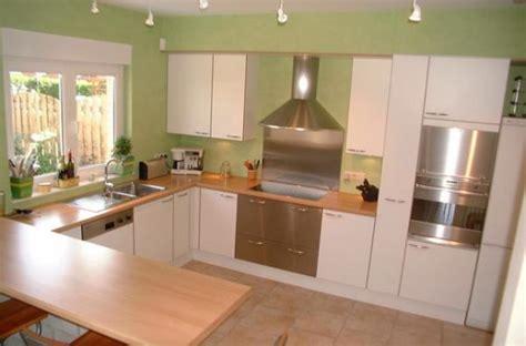la cuisine verte maison en rénovation à rafraîchir quelles couleurs pour