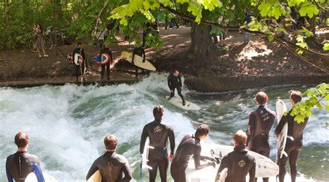 Englischer Garten Surfen Eisbach by Der M 252 Nchner Eisbach Alles 252 Ber Das Wellenwunder In