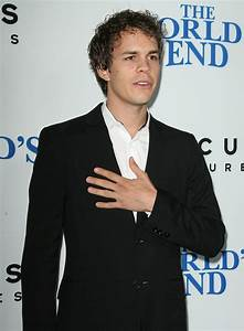 Johnny Simmons Picture 26 - The World's End Hollywood Premiere