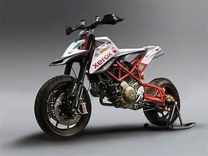 Students Explore News Ducati Designs - Asphalt & Rubber