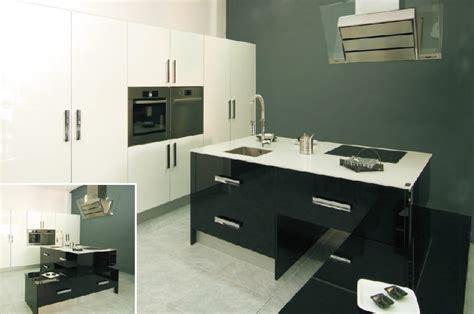 cocina blanca  negra alto brillo  silestone blanco