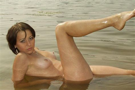 Naked milf posing naked on the beach | Russian Sexy Girls