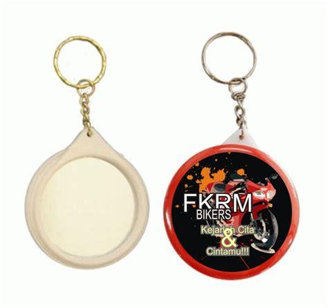 contoh produksi gantungan kunci pesan mug promosi