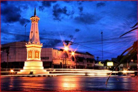 menikmati malam  tugu wisata yogyakarta