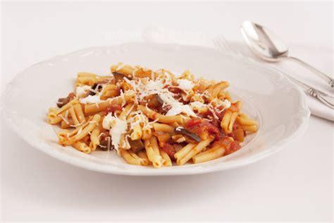 pates aux aubergines et mozzarella mind your food p 226 tes aux tomates aubergines et mozzarella