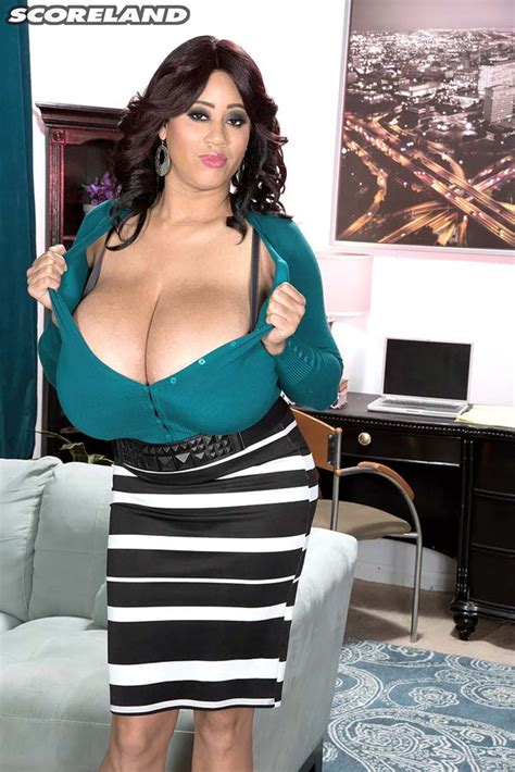 Roxi Red In Green Exposes Her Massive Natural Boobs The