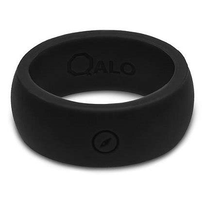 qalo men s black outdoors silicone ring with engraved compass