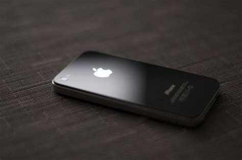 my iphone blacked out apple restarting iphone 4 production for india and other