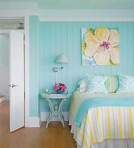 1001 idees creer une deco en bleu et jaune conviviale With affiche chambre bébé avec coussin champ de fleurs