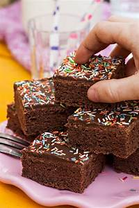Kindergeburtstag Kuchen Einfach : rezept schneller schokoladiger buttermilchkuchen aus dem backbuch von mama ~ Frokenaadalensverden.com Haus und Dekorationen