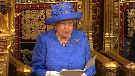 queen trolls brexit   eu hat  speech