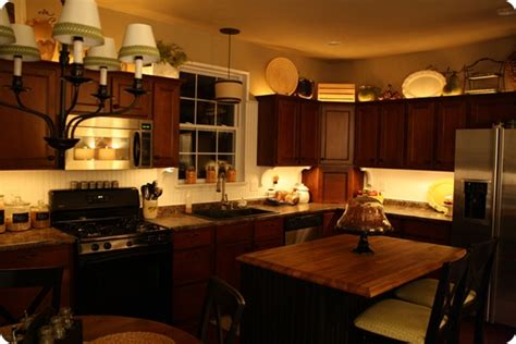 Cabinet Accent Lighting Ideas by Mood Lighting In The Kitchen From Thrifty Decor