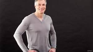 Coupe Homme Cheveux Gris : homme entretenir ses cheveux gris ~ Melissatoandfro.com Idées de Décoration