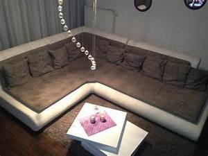 Sofa Mit Breiter Sitzfläche : wohnlandschaft couch sofa new look serie exit i weiss leder in seligenstadt polster sessel ~ Bigdaddyawards.com Haus und Dekorationen