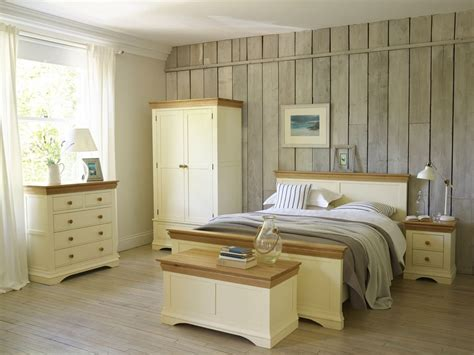 country cottage  simple pretty bedroom styles