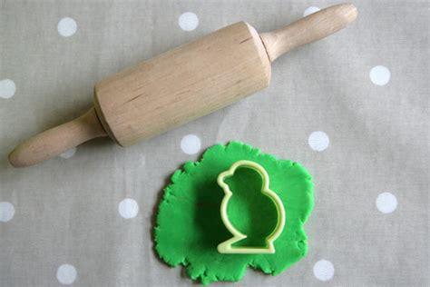 cuisiner petits pois 3 outils indispensables pour jouer à la pâte à modeler et