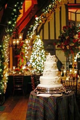 christmas theme wedding  festive red green decor