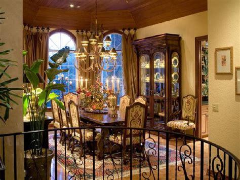 Luxury Dining Room Mediterranean Decorating