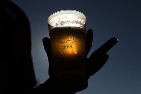 Vācijā viens cilvēks gadā izdzer aptuveni 131 litru alkohola - Pasaulē - nra.lv