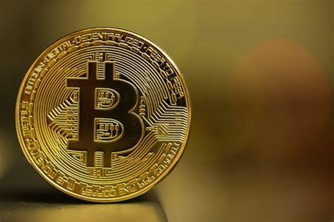 Here's why banks and governments hate the Bitcoin ...