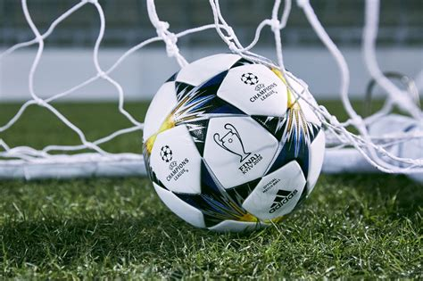 finale de la coupe uefa ldc le ballon de la phase finale a 233 t 233 d 233 voil 233 par l uefa